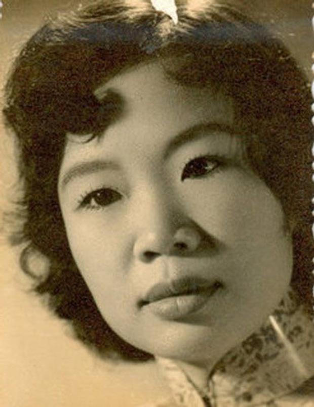 Những bóng hồng trong cuộc đời Bảo Đại: Nam Phương Hoàng hậu của Hoà Minzy khổ từ MV đến ngoài đời, trong lịch sử Hân Tuesdaykhông phải là trùm cuối - Ảnh 11.