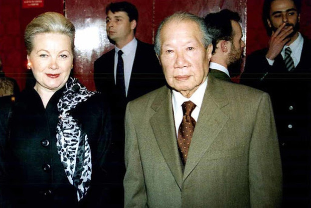 Những bóng hồng trong cuộc đời Bảo Đại: Nam Phương Hoàng hậu của Hoà Minzy khổ từ MV đến ngoài đời, trong lịch sử Hân Tuesdaykhông phải là trùm cuối - Ảnh 14.