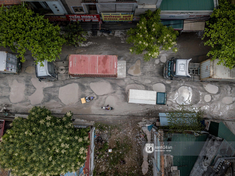 Nhìn từ trên cao con đường đau khổ nhất Hà Nội: 650m có gần 100 ổ khủng long, xe container ngày đêm cày nát - Ảnh 4.