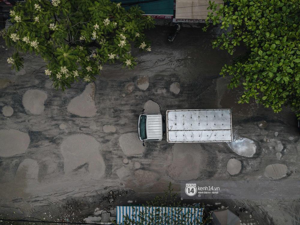 Nhìn từ trên cao con đường đau khổ nhất Hà Nội: 650m có gần 100 ổ khủng long, xe container ngày đêm cày nát - Ảnh 5.