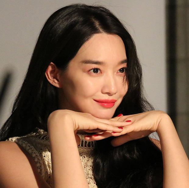 Hé lộ ảnh hậu trường đẹp nức nở của Cáo 9 đuôi Shin Min Ah: Thế này bảo sao tài tử Người thừa kế bao năm mê đắm - Ảnh 2.