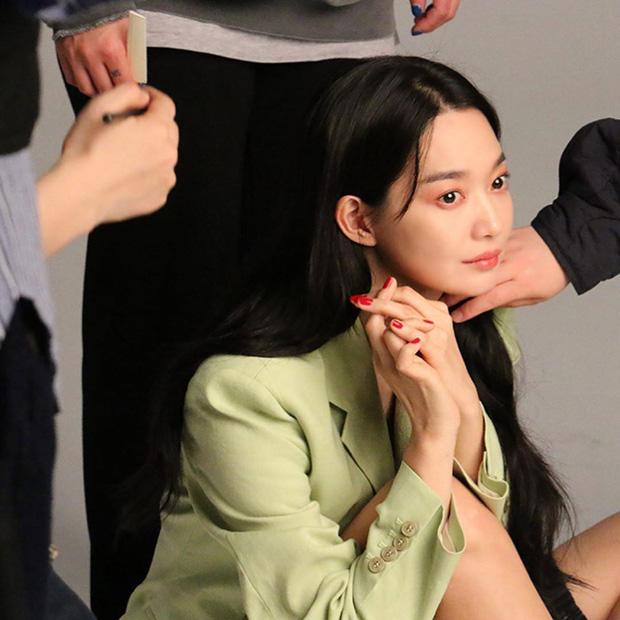 Hé lộ ảnh hậu trường đẹp nức nở của Cáo 9 đuôi Shin Min Ah: Thế này bảo sao tài tử Người thừa kế bao năm mê đắm - Ảnh 4.