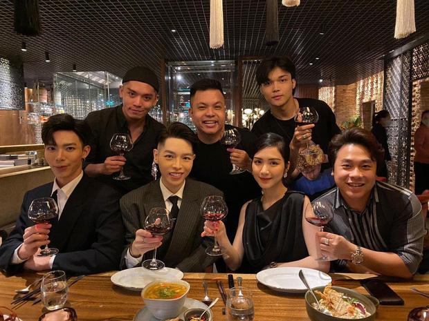 Hoà Minzy tình tứ bên bạn trai dịp kỷ niệm 3 năm yêu, lần đầu lên tiếng về tin đồn có chồng đại gia mà phải bán nhà làm MV - Ảnh 4.