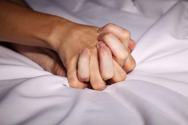 Chảy máu khi đang làm chuyện ấy: phái nữ có thể gặp phải 6 vấn đề ảnh hưởng không nhỏ đến việc sinh sản - Ảnh 1.