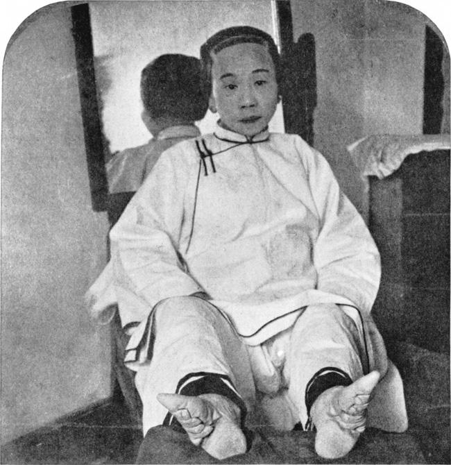 Tục bó chân của phụ nữ Trung Hoa cổ đại: Nỗi đau từ thể xác đến tinh thần không từ ngữ nào có thể diễn đạt trọn vẹn - Ảnh 1.