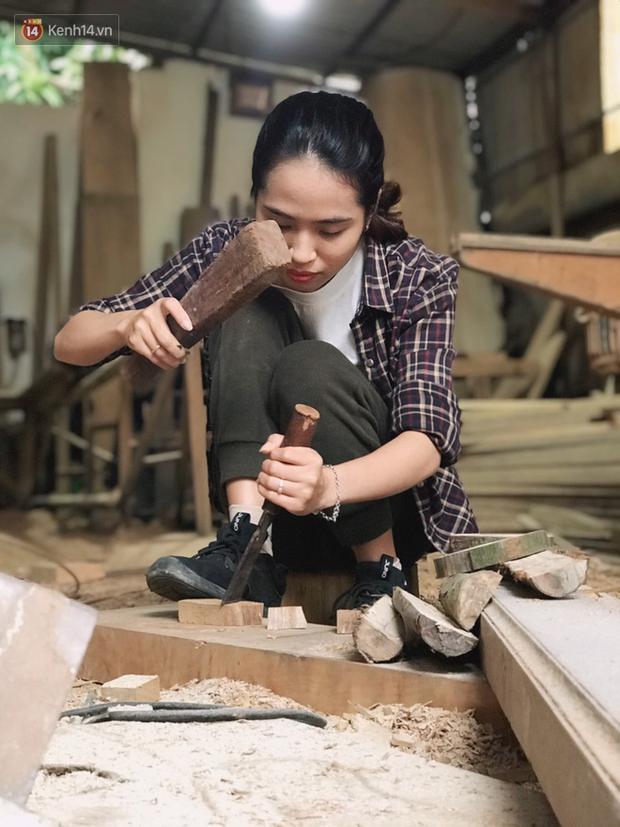 """Bỏ công việc 30 triệu/tháng, mẹ trẻ về làm nghề thợ mộc để """"khắc tiếp ước mơ của bố"""" - Ảnh 4."""