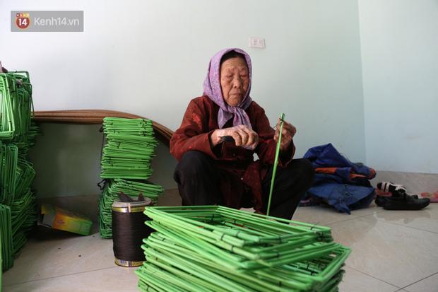 """Cụ bà gần 90 tuổi ở Hà Nội hàng ngày đi cấy, đan lưới làm thú vui tao nhã: """"Các cháu chưa chắc đã khoẻ bằng tôi"""" - Ảnh 8."""