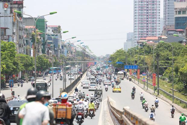 Sau ít ngày dịu mát, nắng nóng quay trở lại tại Hà Nội và các tỉnh phía Bắc - Ảnh 1.