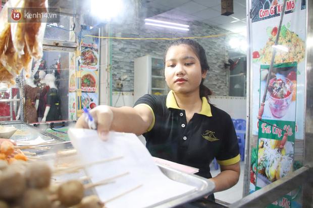 2 khu phố ẩm thực nổi tiếng ở Sài Gòn: Chỗ vắng vẻ đìu hiu, nơi tấp nập khách nhưng bán dưới 25 triệu một đêm vẫn lỗ - Ảnh 8.