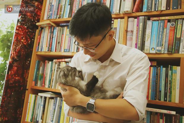Gặp ông chủ quán uống cà phê trả tiền bằng sách độc nhất Sài Gòn: Mang 1 quyển sách tặng quán, nhận một phần nước bất kỳ - Ảnh 8.