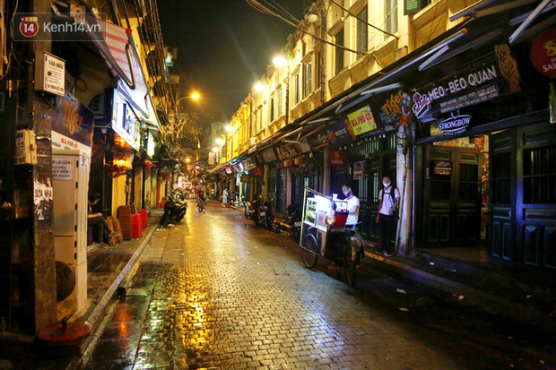 Hà Nội: Đúng 0h ngày 1/8, phố Tạ Hiện đồng loạt tắt đèn, đóng cửa, chìm vào tĩnh lặng để phòng dịch COVID-19 - Ảnh 21.