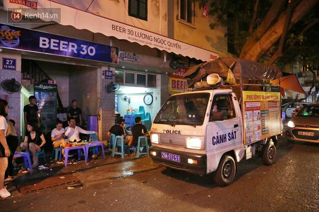 Hà Nội: Đúng 0h ngày 1/8, phố Tạ Hiện đồng loạt tắt đèn, đóng cửa, chìm vào tĩnh lặng để phòng dịch COVID-19 - Ảnh 15.