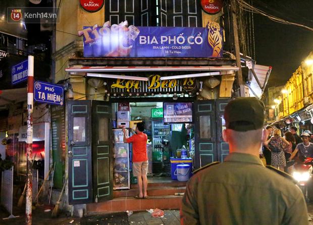 Hà Nội: Đúng 0h ngày 1/8, phố Tạ Hiện đồng loạt tắt đèn, đóng cửa, chìm vào tĩnh lặng để phòng dịch COVID-19 - Ảnh 19.