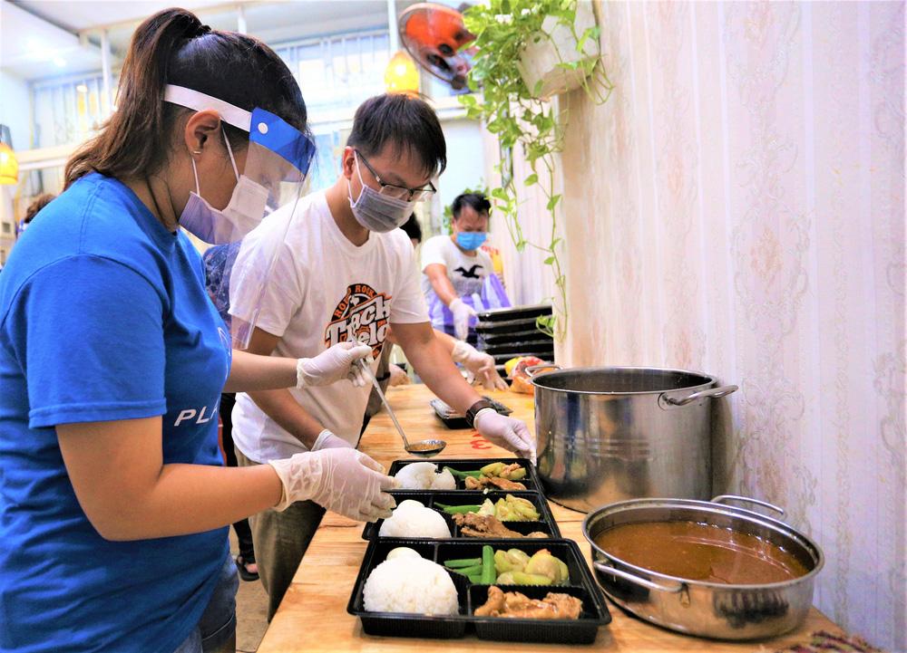Người Đà Nẵng nấu hàng nghìn suất ăn VIP phục vụ miễn phí 3 Bệnh viện đang bị cách ly  - Ảnh 9.