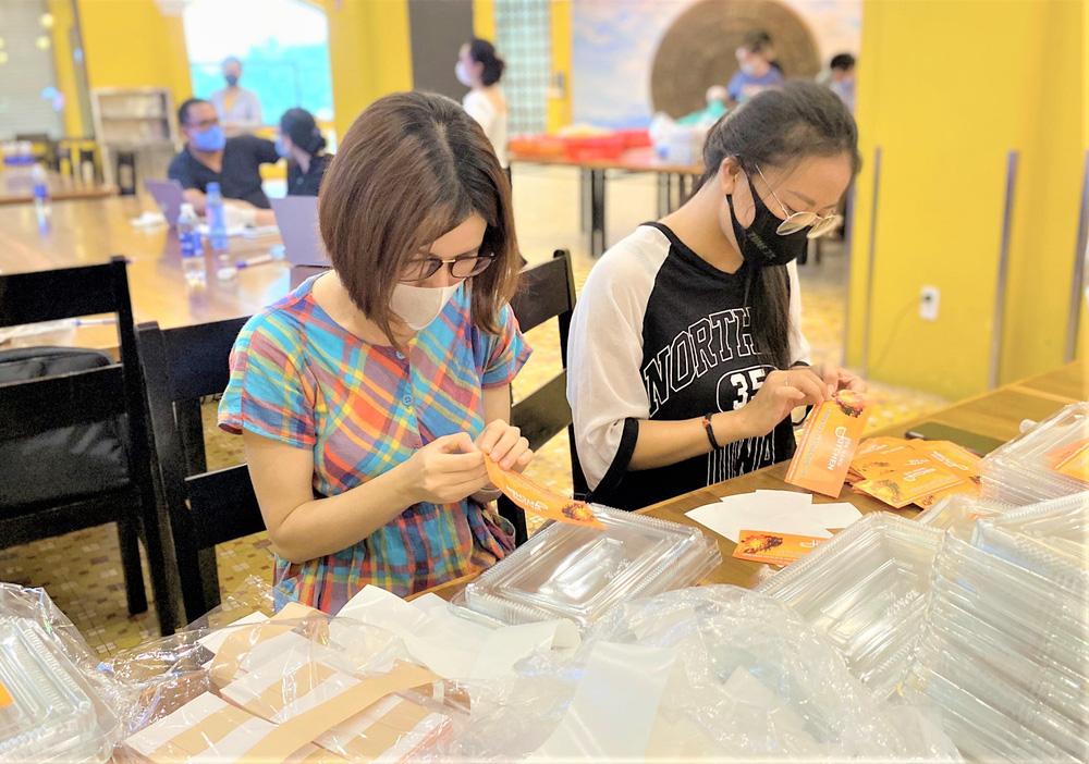 Người Đà Nẵng nấu hàng nghìn suất ăn VIP phục vụ miễn phí 3 Bệnh viện đang bị cách ly  - Ảnh 11.