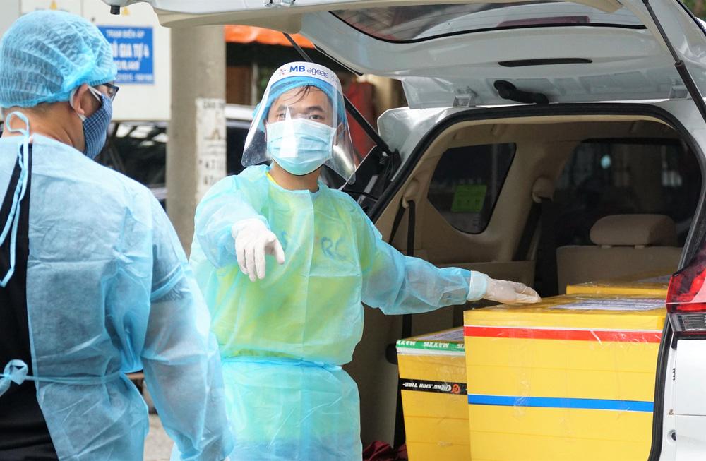 Người Đà Nẵng nấu hàng nghìn suất ăn VIP phục vụ miễn phí 3 Bệnh viện đang bị cách ly  - Ảnh 15.