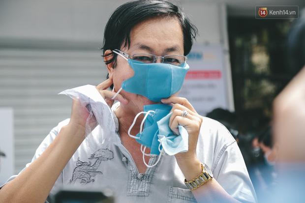 Cha đẻ ATM gạo lần đầu cho ra đời ATM khẩu trang miễn phí cho bà con Sài Gòn phòng dịch Covid-19 - Ảnh 12.