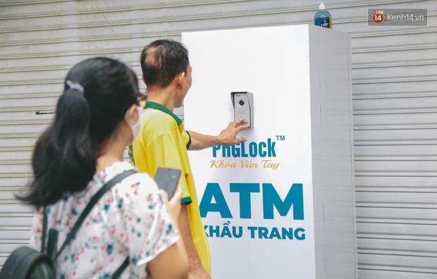 Cha đẻ ATM gạo lần đầu cho ra đời ATM khẩu trang miễn phí cho bà con Sài Gòn phòng dịch Covid-19 - Ảnh 6.