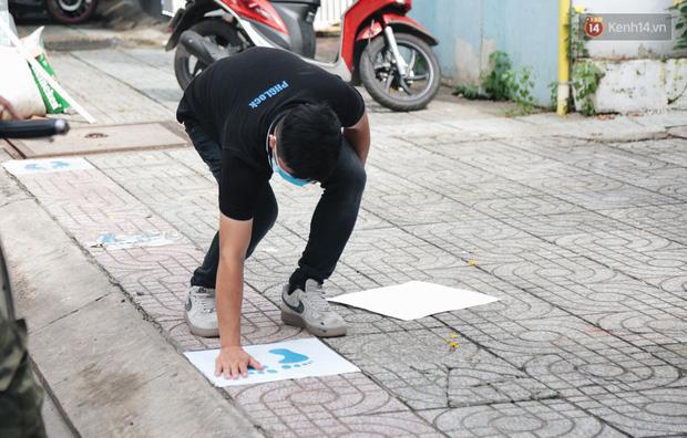 Cha đẻ ATM gạo lần đầu cho ra đời ATM khẩu trang miễn phí cho bà con Sài Gòn phòng dịch Covid-19 - Ảnh 1.