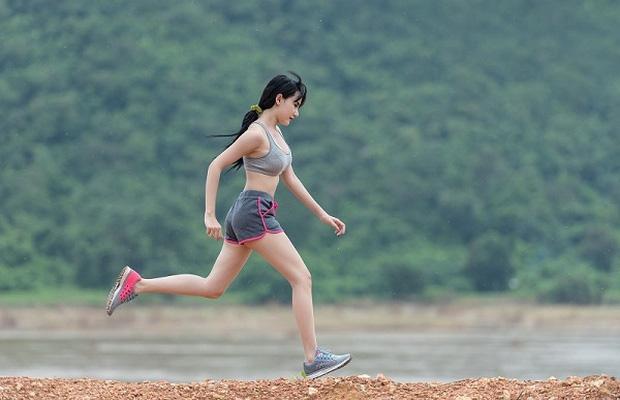 5 sai lầm khi đi bộ ai cũng mắc phải hàng ngày, không sửa sớm thì chưa khỏe lên đã thấy rước thêm bệnh vào người - Ảnh 2.