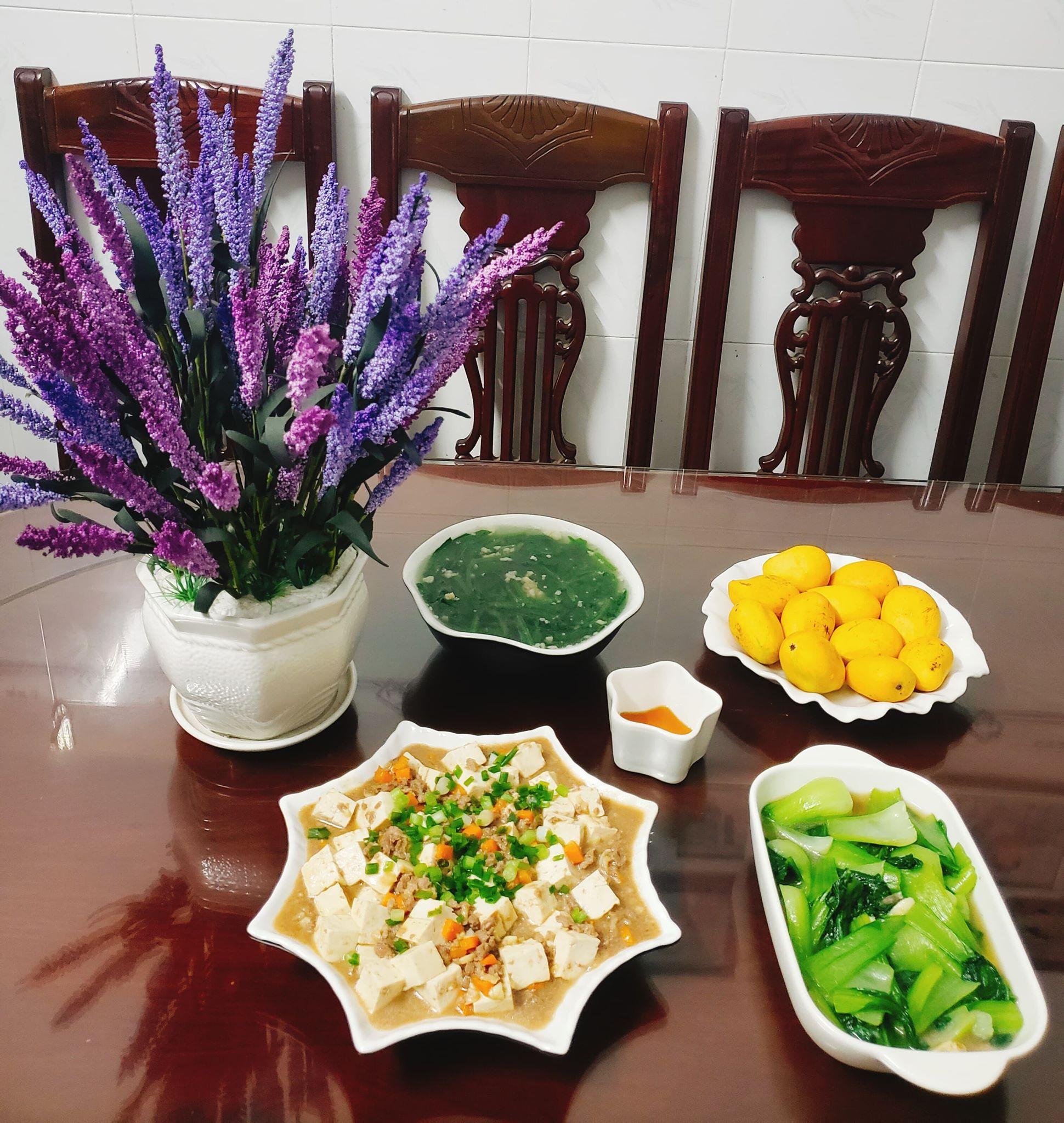 Chỉ từ 130k trở lên, bà nội trợ đảm Sài Gòn sắm sửa mỗi bữa cơm đều như đãi tiệc với các món bổ dưỡng, đẹp mắt cho gia đình 6 thành viên - Ảnh 9.