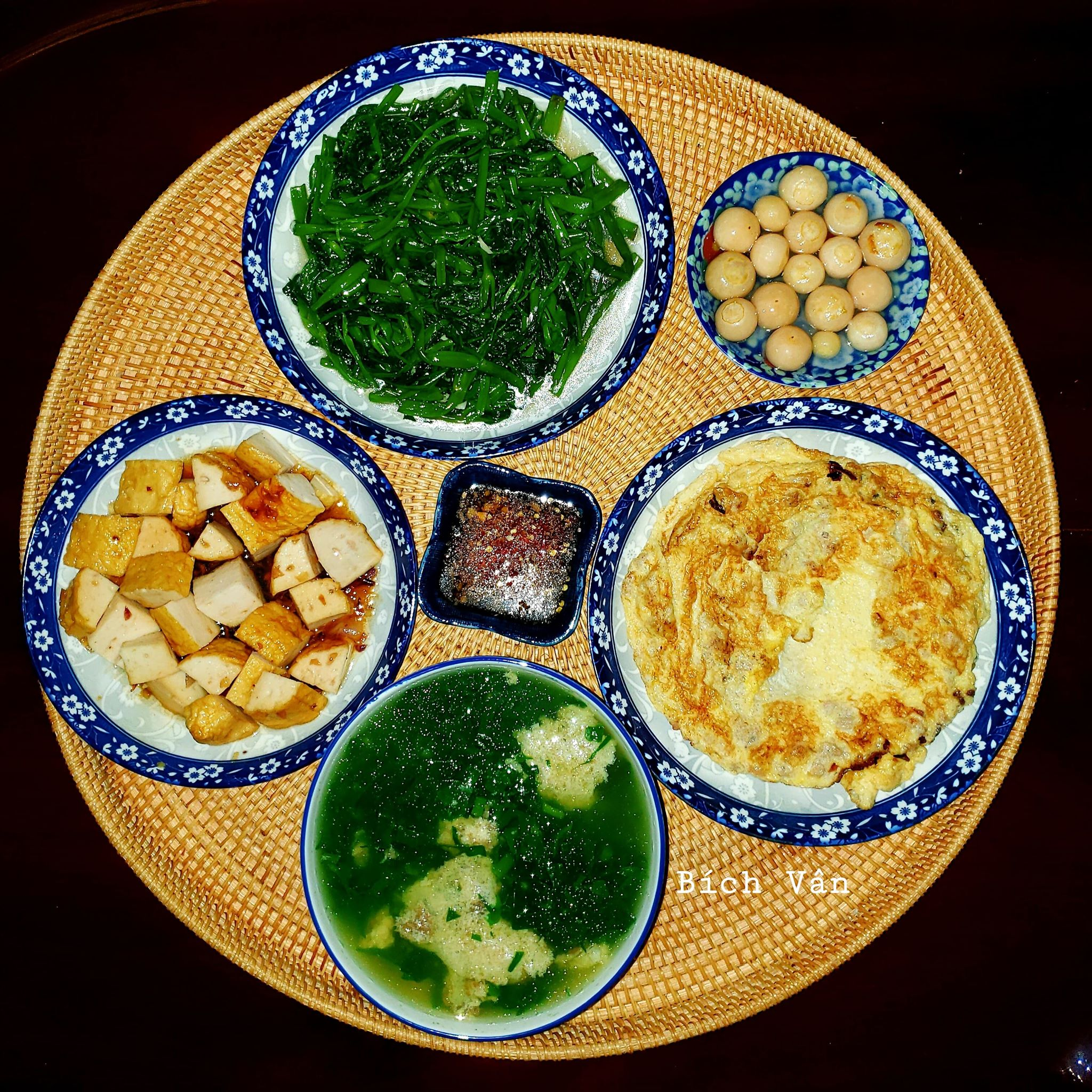 Chỉ từ 130k trở lên, bà nội trợ đảm Sài Gòn sắm sửa mỗi bữa cơm đều như đãi tiệc với các món bổ dưỡng, đẹp mắt cho gia đình 6 thành viên - Ảnh 4.