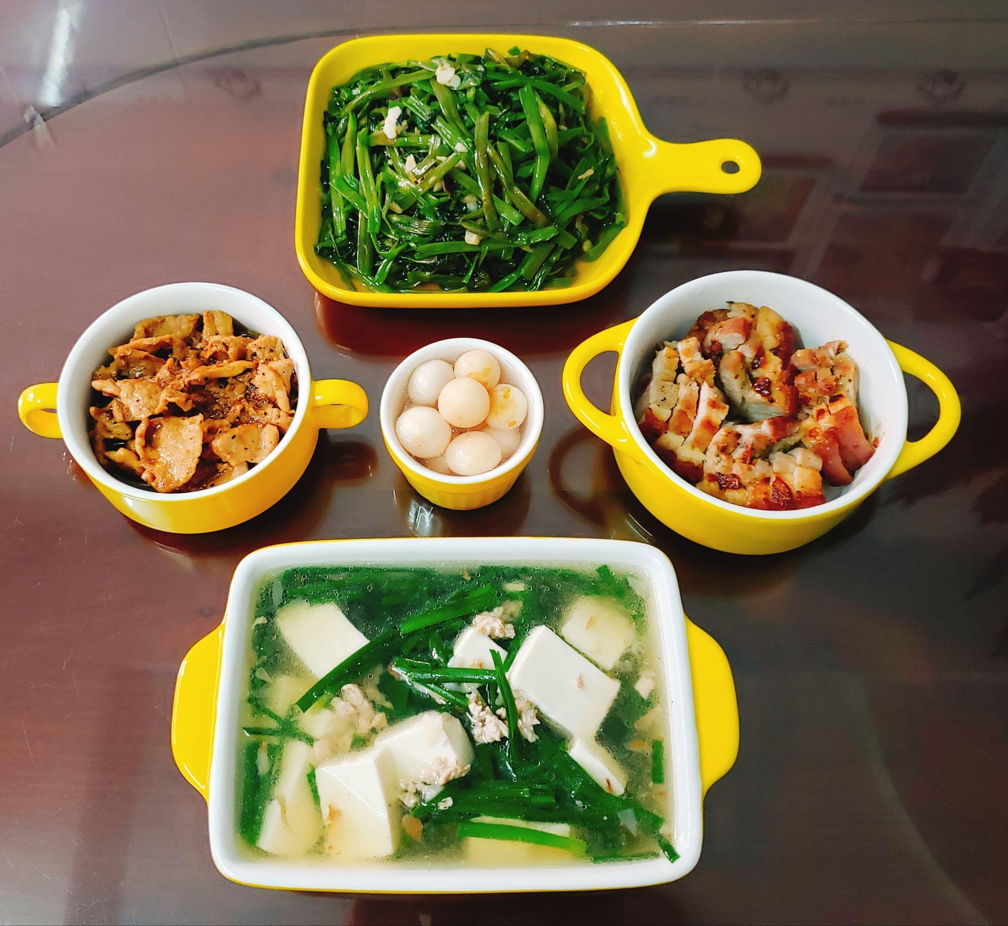 Chỉ từ 130k trở lên, bà nội trợ đảm Sài Gòn sắm sửa mỗi bữa cơm đều như đãi tiệc với các món bổ dưỡng, đẹp mắt cho gia đình 6 thành viên - Ảnh 8.