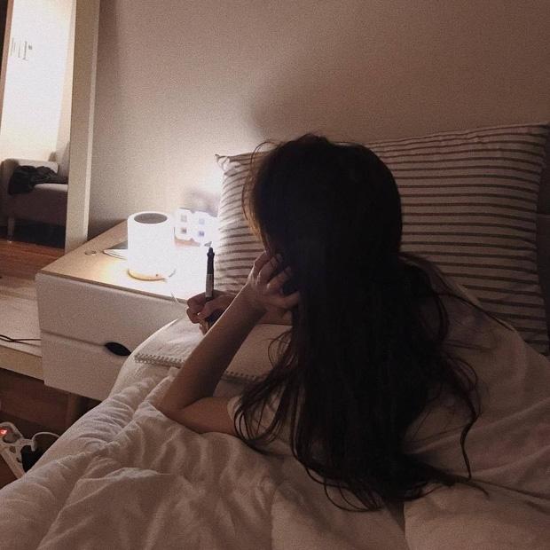 Có 2 thứ nên đặt gần giường ngủ và 4 thứ nên để càng xa càng tốt, nhiều người không hề biết nên vô tình gây ảnh hưởng xấu tới sức khỏe - Ảnh 4.