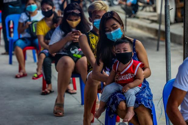 Bộ trưởng Philippines tái dương tính với Covid-19 sau gần nửa năm mắc bệnh - Ảnh 2.