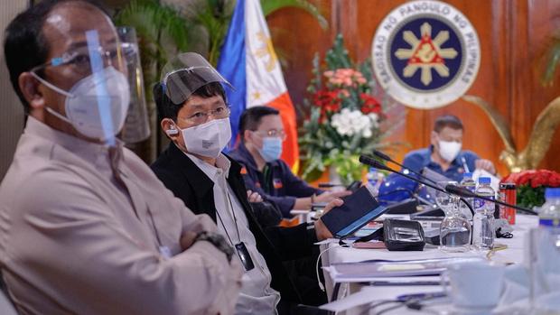 Bộ trưởng Philippines tái dương tính với Covid-19 sau gần nửa năm mắc bệnh - Ảnh 1.