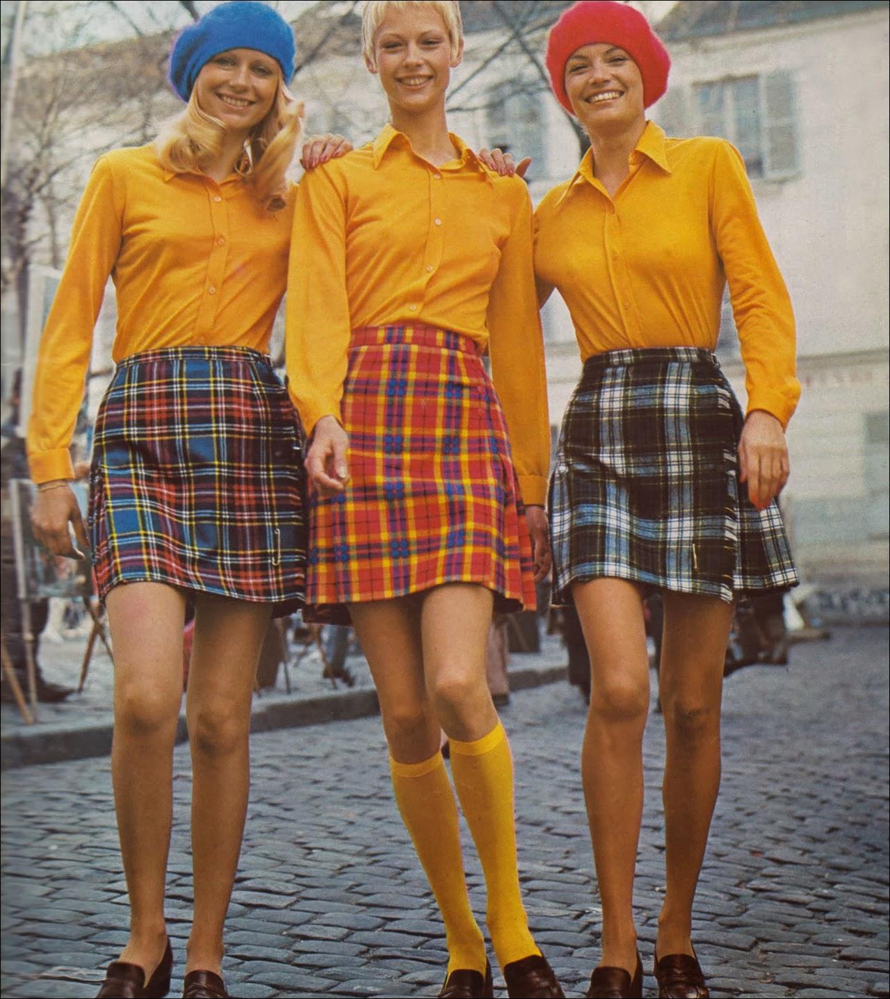 chân váy chữ A kẻ sọc những năm 1970