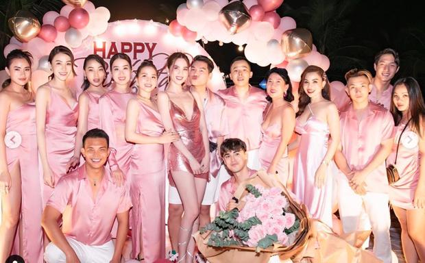 Ngọc Trinh tung loạt ảnh căng đét trong tiệc sinh nhật: Nguyên team đi ra hết để nữ hoàng nội y chiếm trọn spotlight - Ảnh 7.