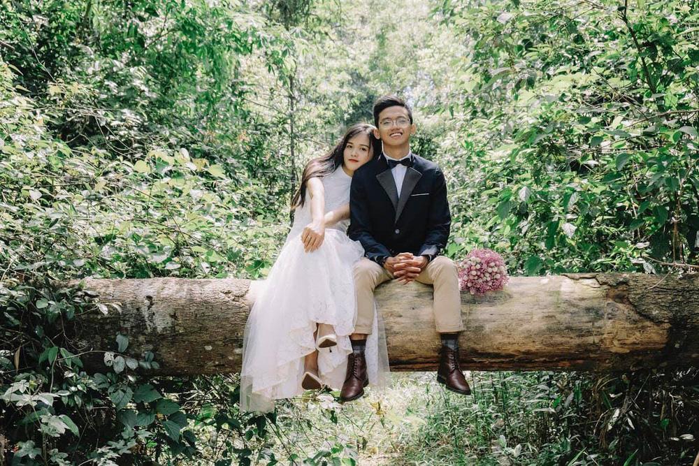 Những mẩu chuyện chưa kể của đôi vợ chồng trẻ bỏ phố về rừng: Không phải ai sinh ra cũng để trồng rau, nuôi cá - Ảnh 1.
