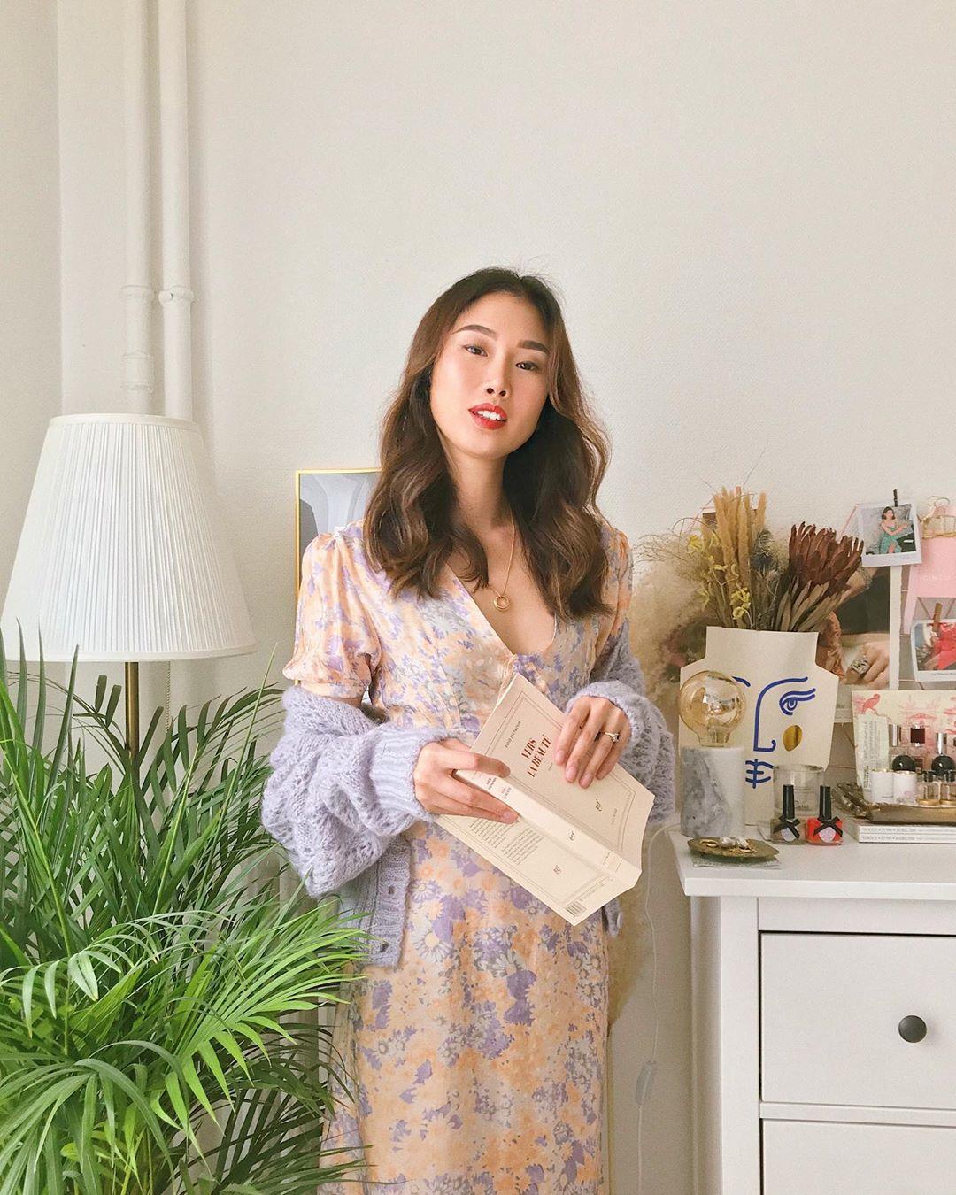 9 kiểu diện cardigan hờ hững, buông lơi học từ gái Hàn đến gái Pháp chuẩn chỉnh cho ngày hanh hao gió mùa - Ảnh 8.