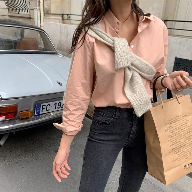 9 kiểu diện cardigan hờ hững, buông lơi học từ gái Hàn đến gái Pháp chuẩn chỉnh cho ngày hanh hao gió mùa - Ảnh 3.