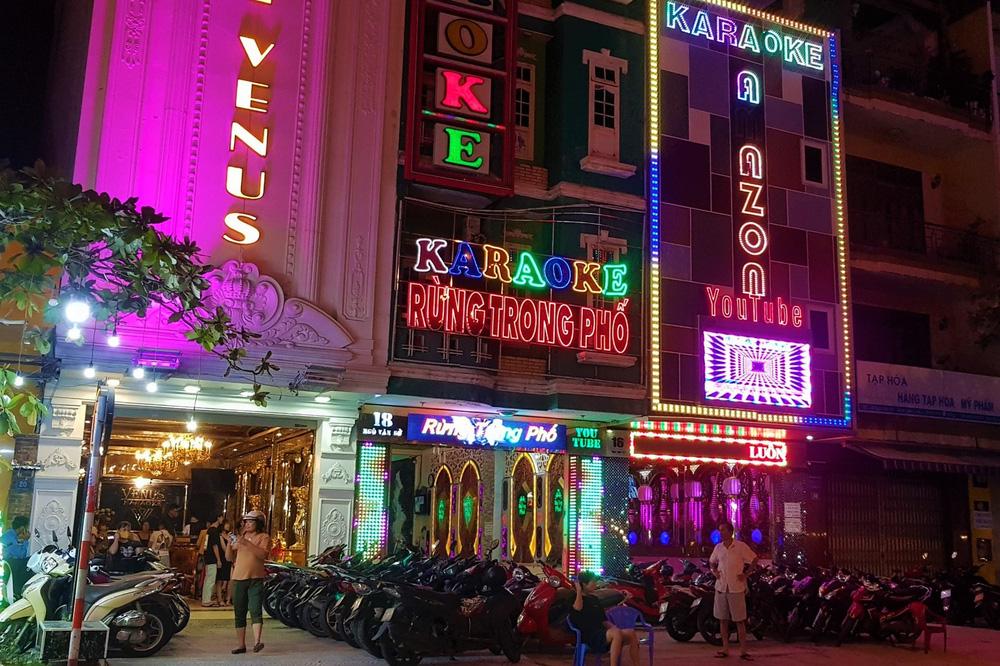 Phố xá, khu vui chơi ở Đà Nẵng nhộn nhịp trong đêm đầu tiên trở lại trạng thái bình thường mới - Ảnh 11.