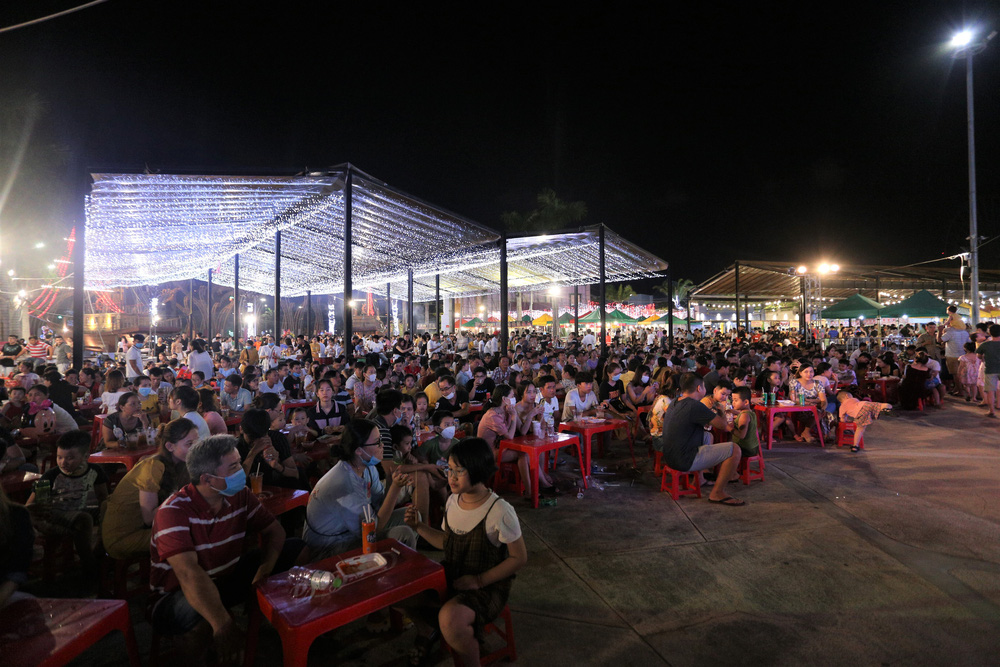 Phố xá, khu vui chơi ở Đà Nẵng nhộn nhịp trong đêm đầu tiên trở lại trạng thái bình thường mới - Ảnh 18.