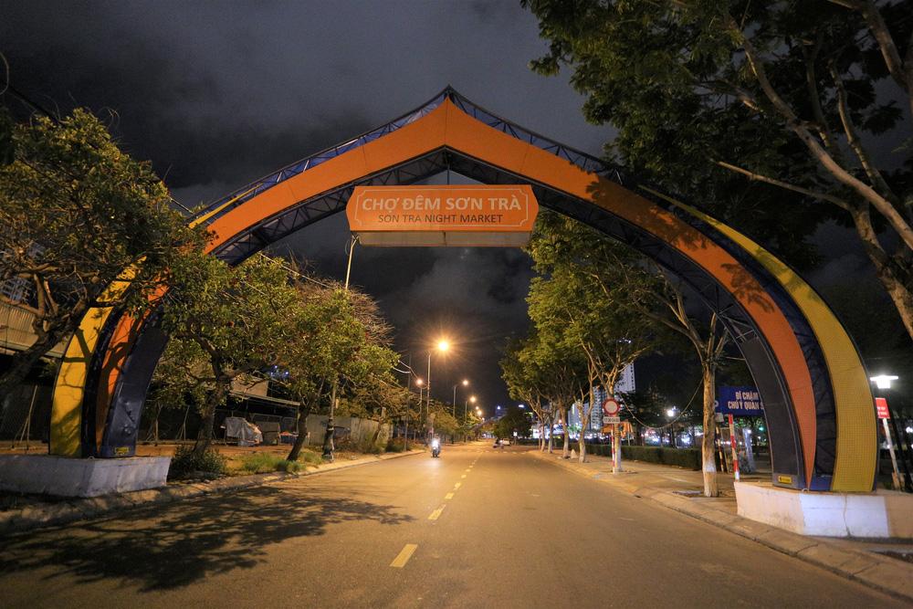 Phố xá, khu vui chơi ở Đà Nẵng nhộn nhịp trong đêm đầu tiên trở lại trạng thái bình thường mới - Ảnh 16.