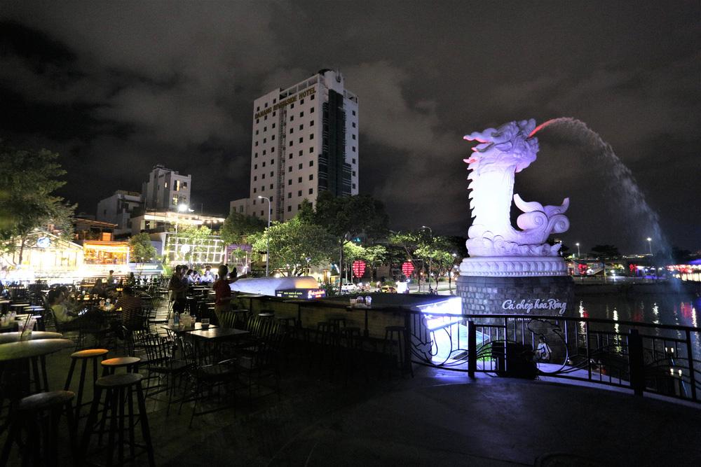 Phố xá, khu vui chơi ở Đà Nẵng nhộn nhịp trong đêm đầu tiên trở lại trạng thái bình thường mới - Ảnh 22.