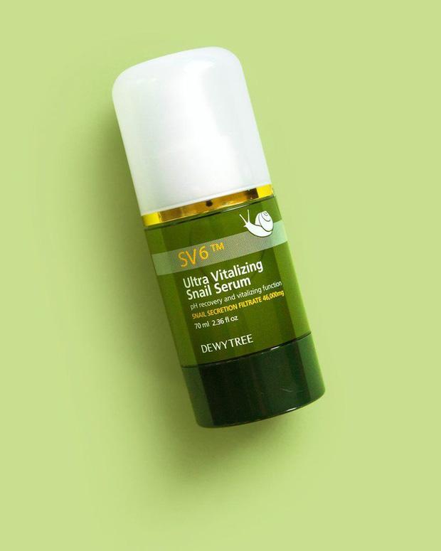 Loại serum vừa cấp ẩm tốt lại còn xử đẹp lão hóa: Bôi lên hơi dính nhẹ nhưng sáng ngủ dậy da như được hồi xuân  - Ảnh 1.