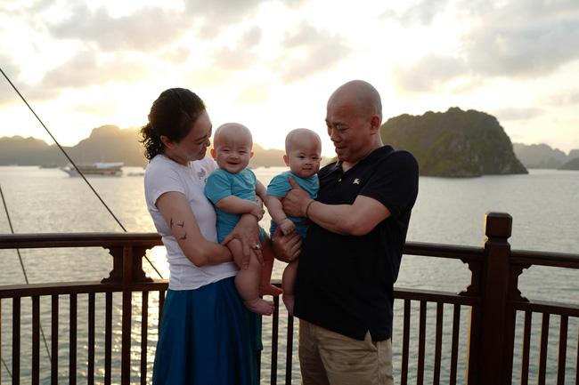 """Có cặp sinh đôi Cơm - Canh ở tuổi 47, hot mom Văn Thùy Dương tự thấy """"phát ngượng"""" vì 1 điều - Ảnh 1."""