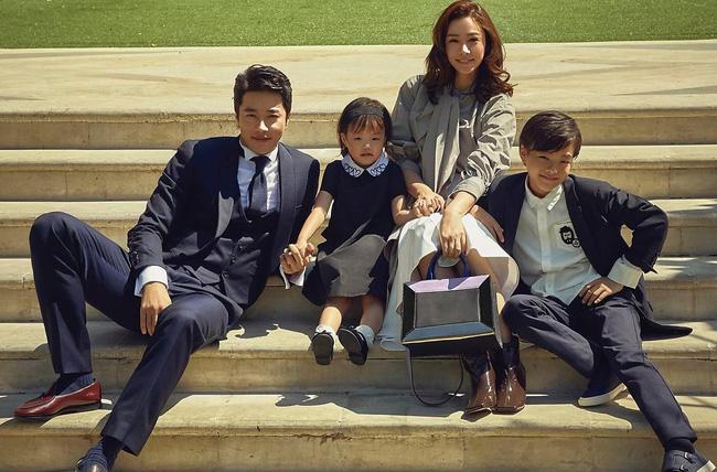 Vợ chồng tài tử Kwon Sang Woo kỷ niệm 12 năm chung sống, mặt mộc của cựu Á hậu Hàn Quốc gây sốt MXH vì vượt xa Kim Tae Hee - Ảnh 4.