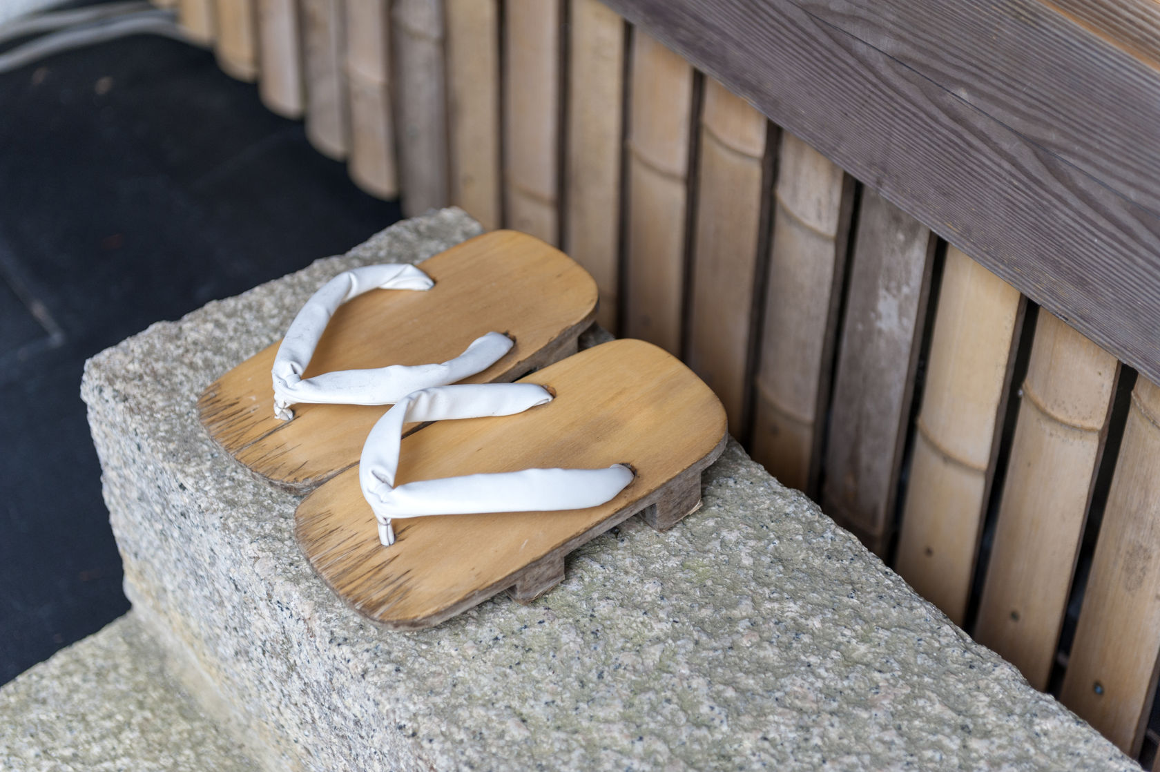 """Vội mấy người Nhật cũng không bao giờ quên cởi giày trước khi bước vào nhà, lý do giúp bạn hiểu vì sao tuổi thọ của họ luôn """"vô địch"""" thế giới - Ảnh 3."""