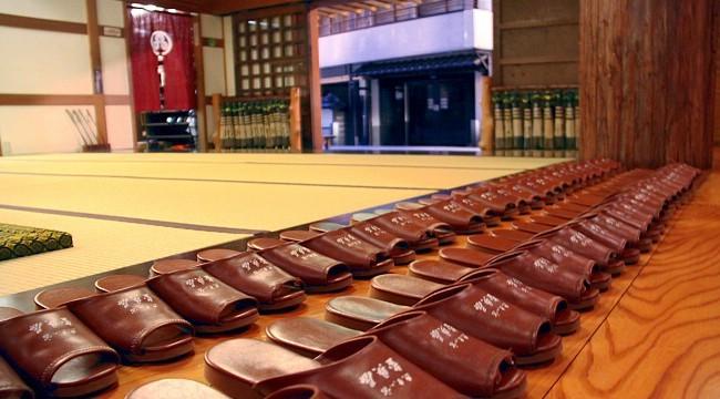 """Vội mấy người Nhật cũng không bao giờ quên cởi giày trước khi bước vào nhà, lý do giúp bạn hiểu vì sao tuổi thọ của họ luôn """"vô địch"""" thế giới - Ảnh 1."""
