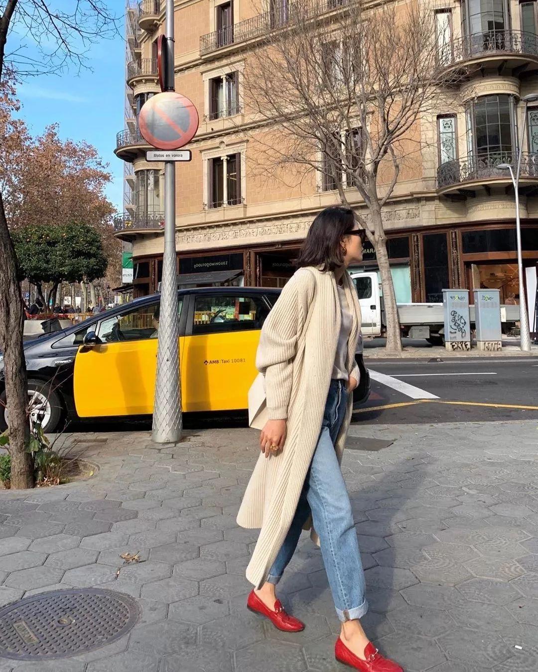 Đừng mãi quanh quẩn với giày đen/trắng nữa, giày đỏ mới thực sự giúp nâng tầm style và khiến bạn trông sang như gái Pháp - Ảnh 9.