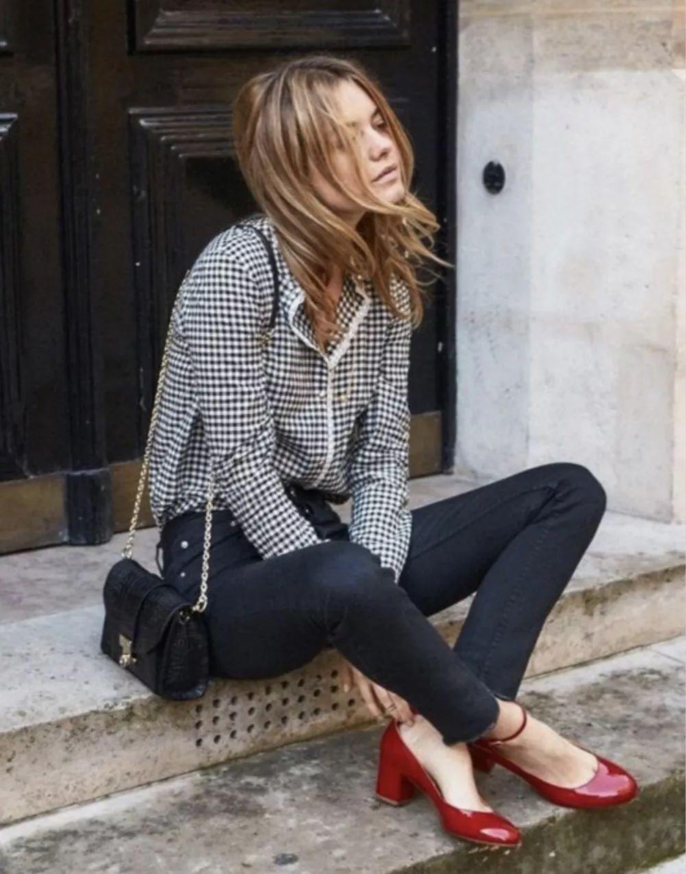 Đừng mãi quanh quẩn với giày đen/trắng nữa, giày đỏ mới thực sự giúp nâng tầm style và khiến bạn trông sang như gái Pháp - Ảnh 5.