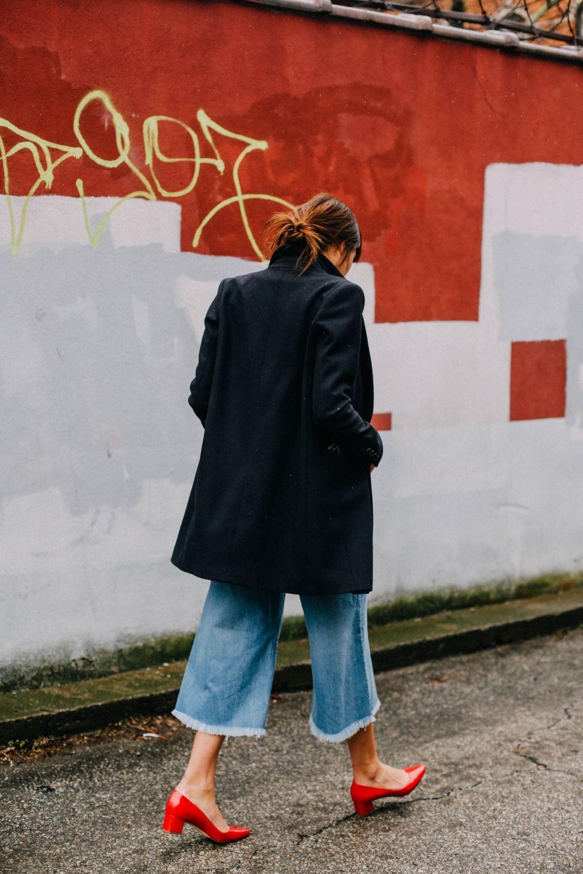 Đừng mãi quanh quẩn với giày đen/trắng nữa, giày đỏ mới thực sự giúp nâng tầm style và khiến bạn trông sang như gái Pháp - Ảnh 14.