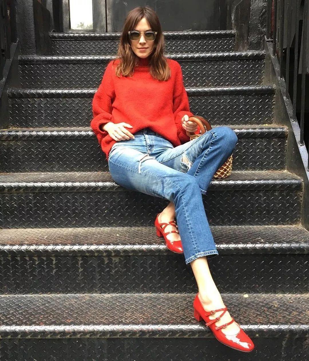 Đừng mãi quanh quẩn với giày đen/trắng nữa, giày đỏ mới thực sự giúp nâng tầm style và khiến bạn trông sang như gái Pháp - Ảnh 6.