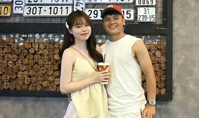 """Bạn gái Quang Hải lần đầu tiết lộ """"làm gì để ăn"""" sau khi bị chê """"vô công rồi nghề"""" nhưng càng bật mí càng gây tò mò - Ảnh 1."""