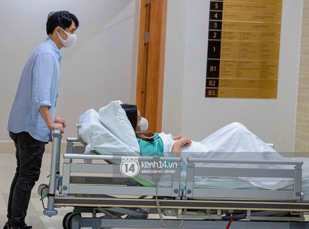 Đông Nhi khoe bức ảnh gia đình 3 người đầu tiên, hé lộ khoảnh khắc Ông Cao Thắng bật khóc khi đón con gái chào đời - Ảnh 5.